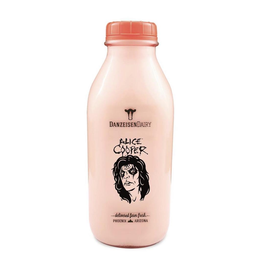 Alice Cooper lanza bebida de Chocolate con leche