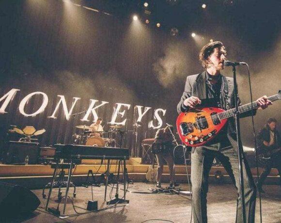 ArcticMonkeys_Live_01
