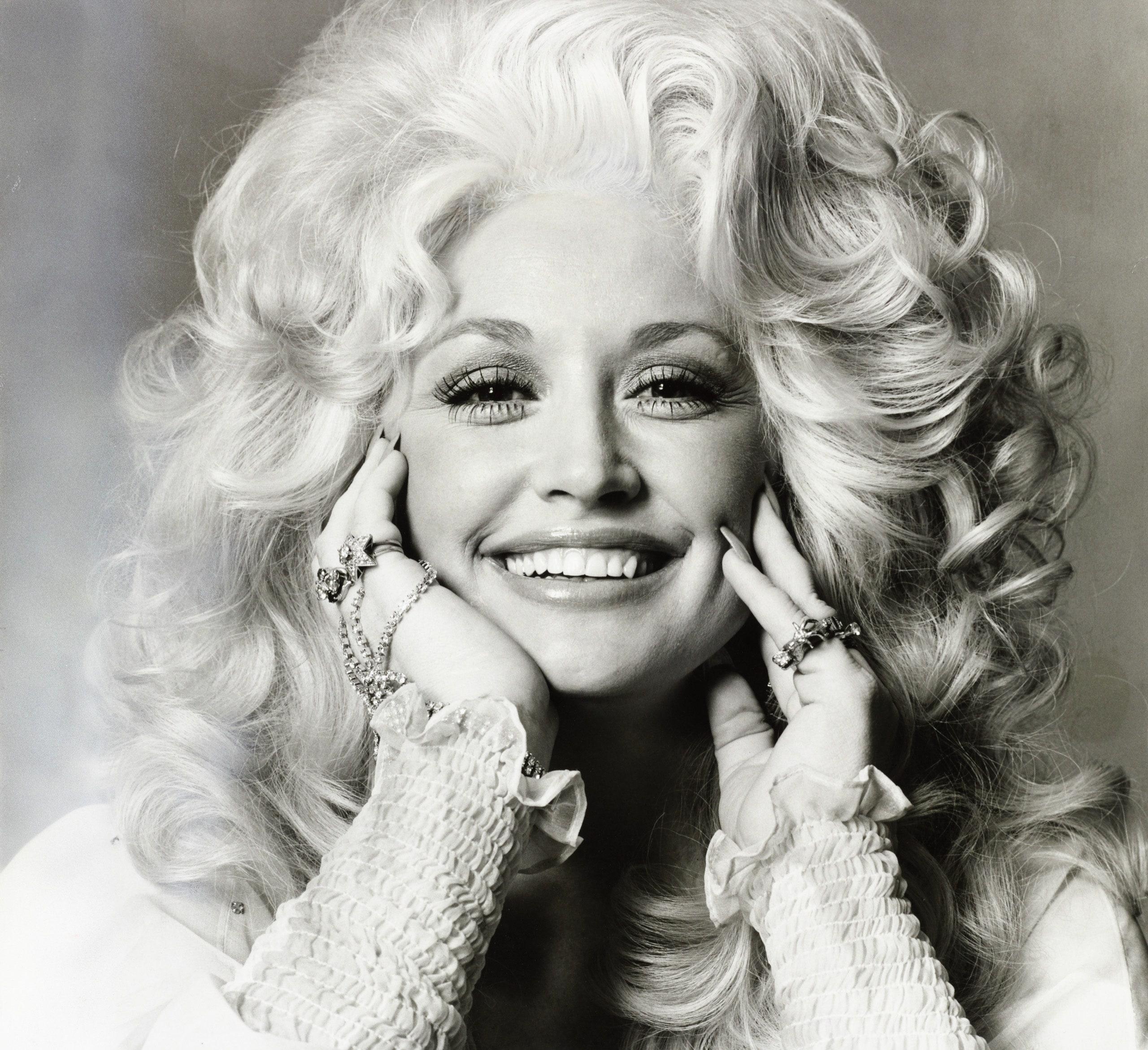"Dolly Parton presenta álbum navideño ""A Holly Dolly Christmas"""